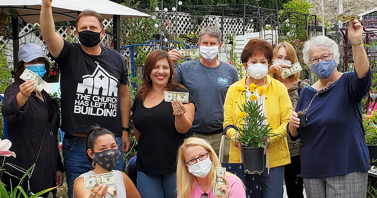 Fountain Valley California residents cash mob a small business